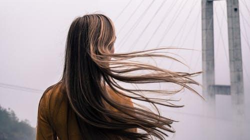 Kırık saçlara ne yardımcı olur